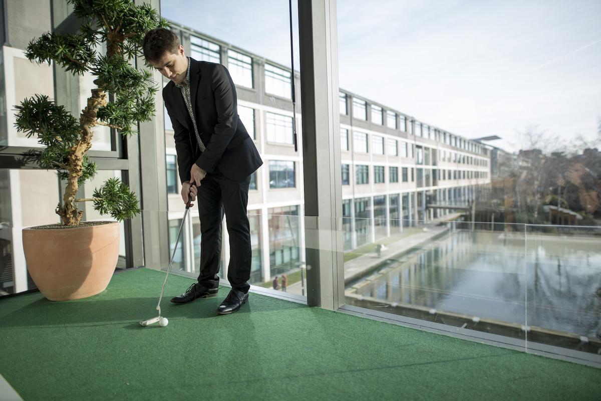 Mini Golf dans les bureaux du Crédit Agricole